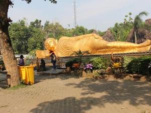 Ini Patung Buddha Tidur di Mojokerto