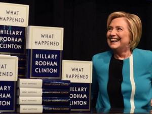 Baru Rilis, Memoar Hillary Clinton Terjual 300 Ribu Eksemplar