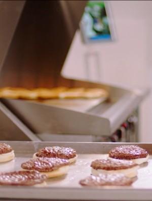 Unik! Robot yang Bisa Bikin Burger