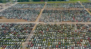 Kuburan Mobil Bekas Badai Harvey
