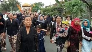 Melihat dari Dekat Tradisi Arak-arakan Pengantin Suku Using