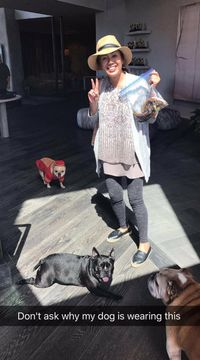 Cari Pisang Via Twitter, Chrissy Teigen Iming-imingi Pakaian Dalam John Legend