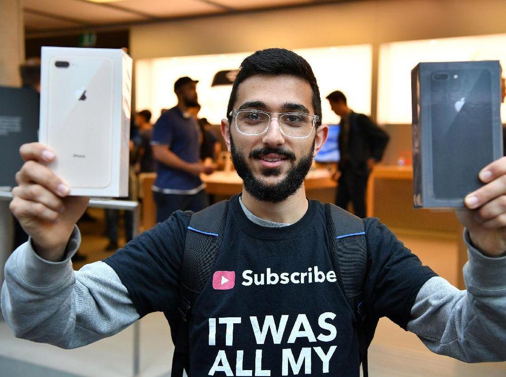 Cerita Pembeli Pertama yang Ogah Pakai iPhone 8