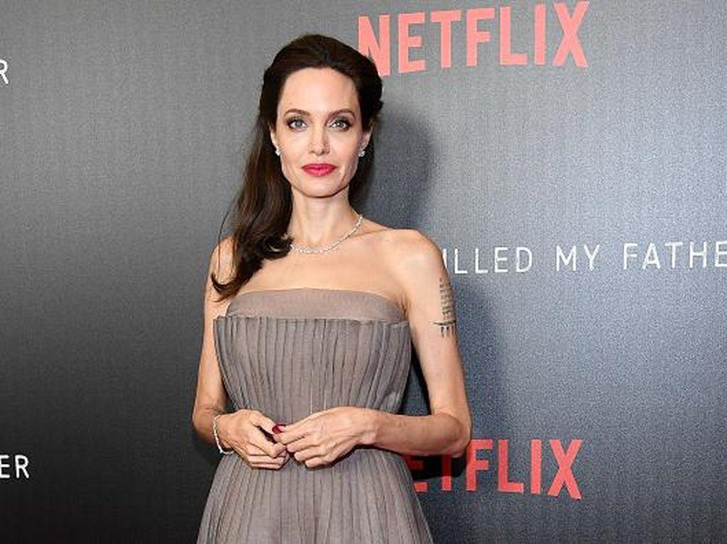 Angelina Jolie Dikabarkan Larang Putra Sulungnya Pacaran
