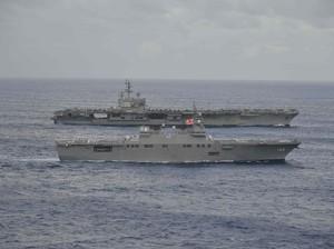 Kapal Induk AS Gelar Latihan Gabungan dengan Kapal Perang Jepang