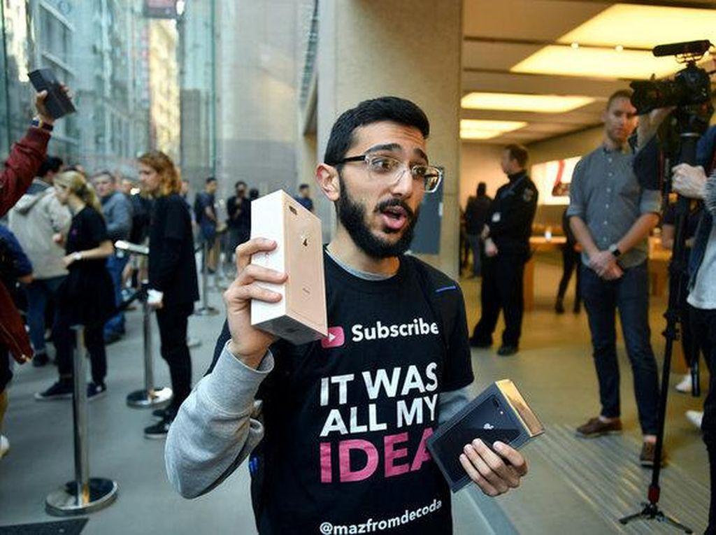Pembeli Pertama iPhone 8 di Dunia Tidak Mau Memakainya
