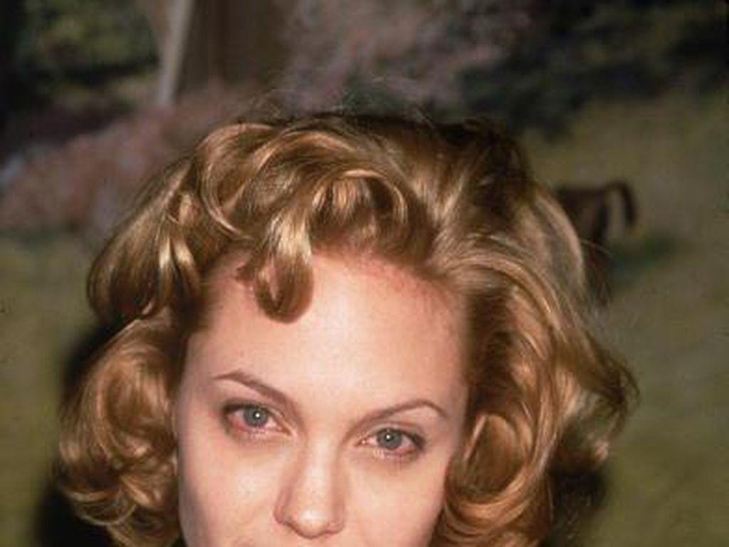 Giliran Angelina Jolie yang Ngaku Dilecehkan Weinstein