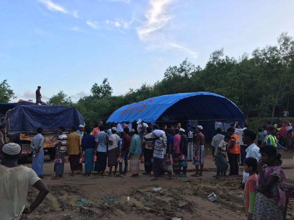 Tenda Bantuan Indonesia untuk Rohingya Tegak Berdiri di Bangladesh