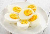 Telur mengandung vitamin D yang baik untuk tubuh.