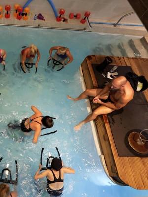 Foto: Diklaim Lebih Sehat, Begini Serunya Mengayuh Sepeda di Air