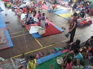 Gunung Agung Awas, 8 .000 Jiwa Mengungsi di GOR Swacepura Klungkung