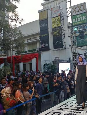 Saat Jalan Braga di Kota Kembang Disulap Jadi Catwalk