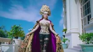 Rilis Video Klip Baru, Agnez Mo Cantik Berkebaya Layaknya Ratu