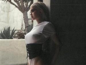 Kylie Jenner Diklaim Hamil Anak Travis Scott
