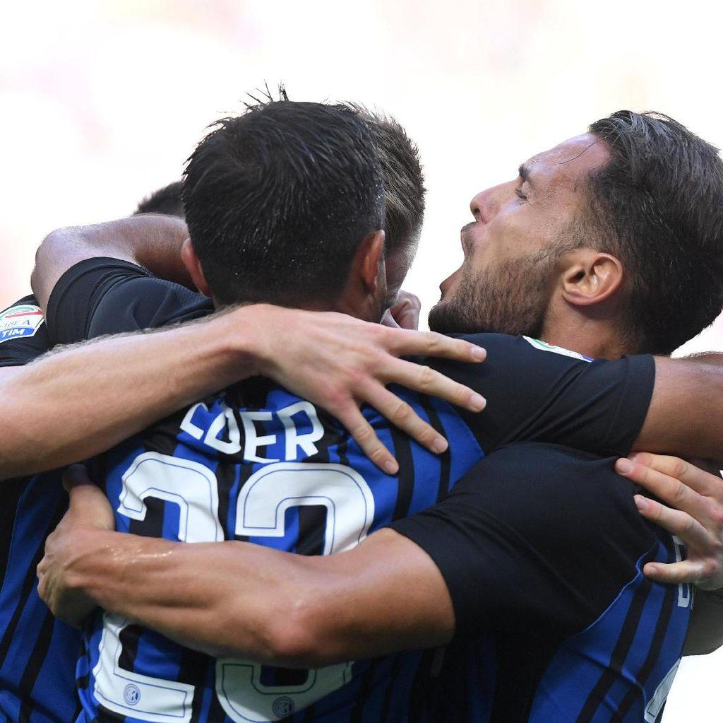Si Ular Besar Terus Menempel Napoli dan Juventus