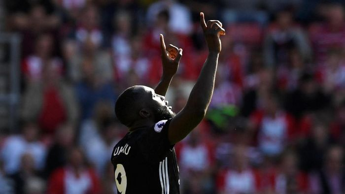 Romelu Lukaku (Manchester United). Enam gol dalam enam pertandingan liga (540 menit). Rata-rata = satu gol per 90 menit. (Foto: Tony OBrien/Reuters)