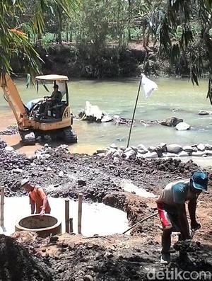 Krisis Air Bersih, Warga Banjarnegara Buat Sumur Resapan