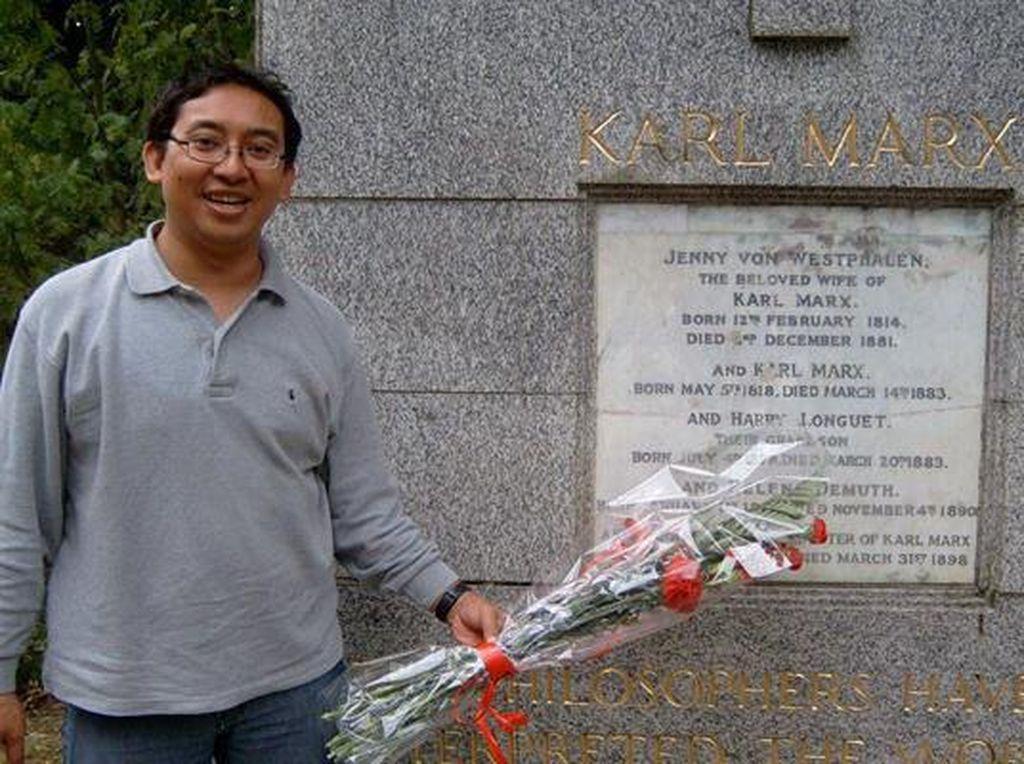 Foto di Makam Karl Marx Ramai Lagi, Fadli Zon: Saya Antikomunis!