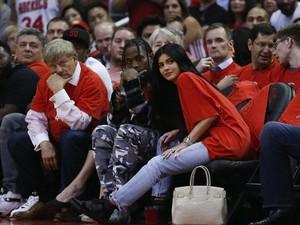 Seperti Kylie Jenner, 10 Selebriti Ini Hamil di Usia Muda