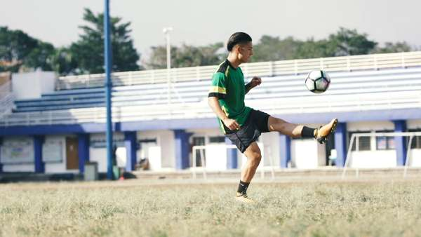Kim Kurniawan Terlahir Jadi Pesepak Bola
