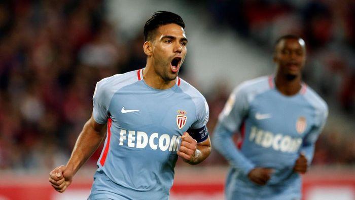 1. Falcao sejauh ini telah mencetak 12 gol dalam 8 laga Liga Prancis (664 menit) bersama AS Monaco. Dia rata-rata mencetak satu gol setiap 55 menit. Foto: Pascal Rossignol/REUTERS