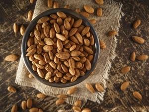 Jangan Terlalu Banyak Makan Kacang Almond jika Tidak Mau Berefek Seperti Ini