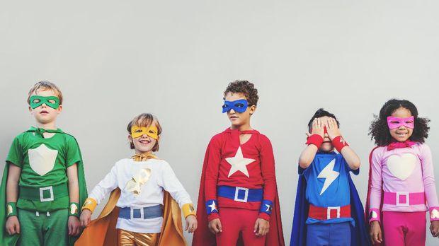 Ilustrasi anak-anak berkostum pahlawan super