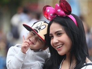 Potret Nagita dan Rafathar: Ibunya Imut, Anaknya Lucu