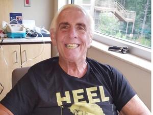 Sempat Koma, Legenda WWE Ini Bangkit dari Kecanduan Alkohol