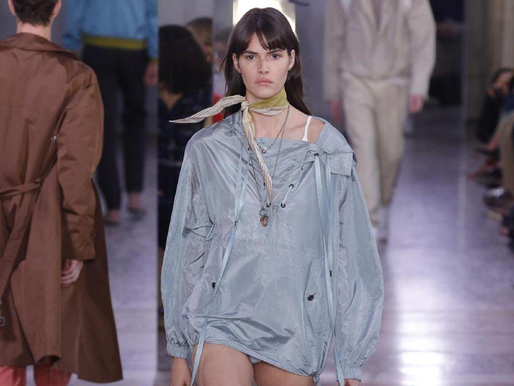 Tren Busana Tanpa Celana Dominasi Milan Fashion Week