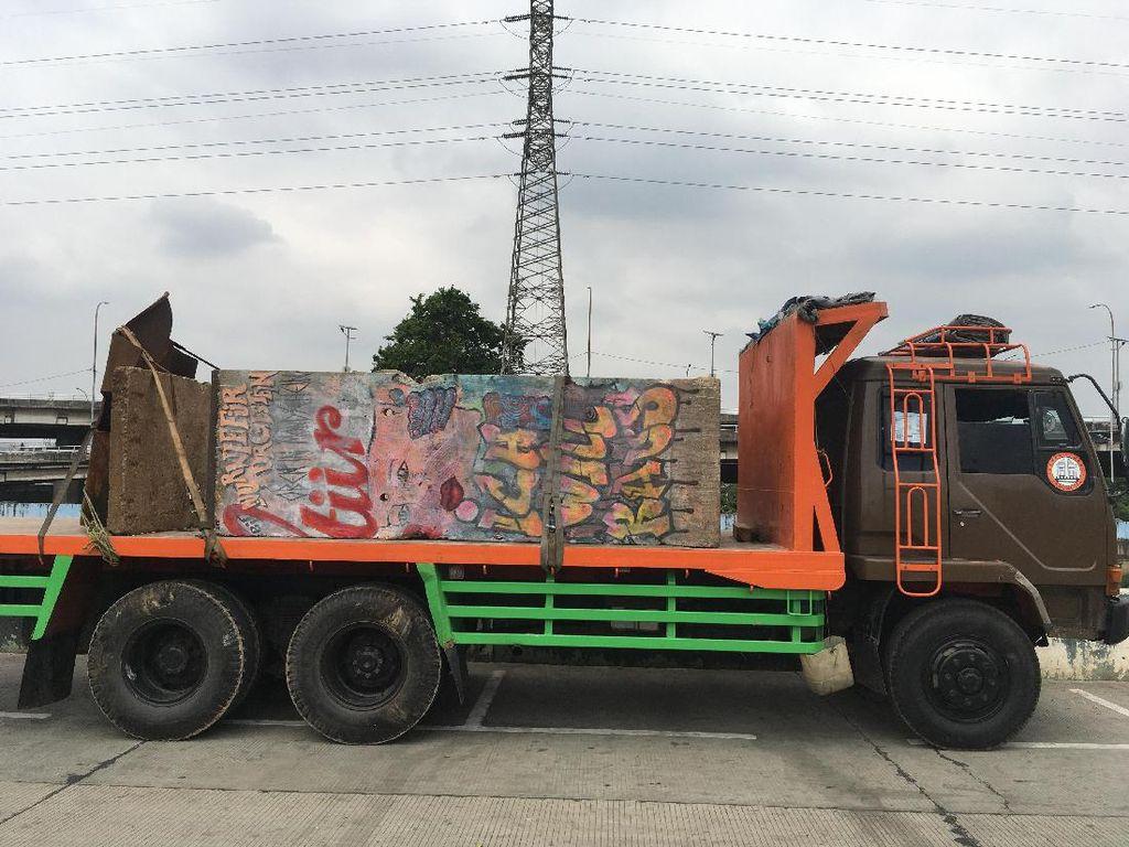 Video Saat Potongan Tembok Berlin Tiba di Kalijodo