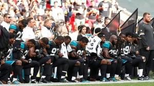 Pemain NFL Berlutut Saat Lagu Kebangsaan Dinyanyikan, Trump Mengecam