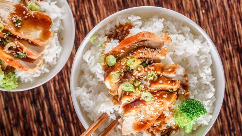 Mantap! Rice Bowl Bertopping Wagyu Rica Hingga Salmon yang Gurih