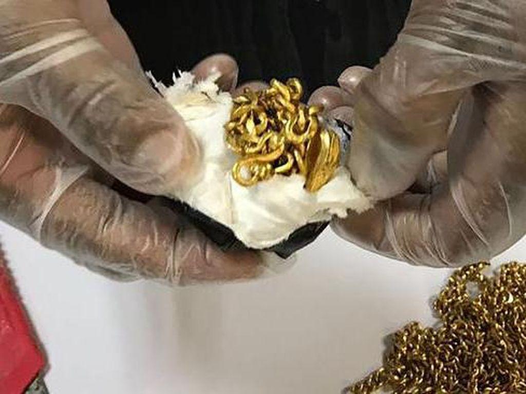 Selundupkan Emas Dalam Bokong, Traveler Tertangkap di Bandara