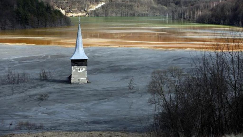 Foto: Desa Cantik yang Tenggelam Karena Limbah