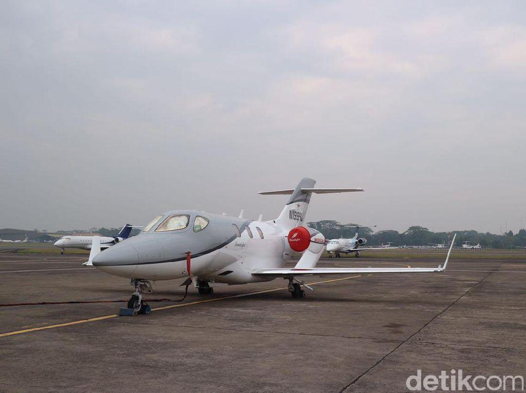 Pesawat Jet Honda Mendarat di Bandara Halim untuk Pertama Kalinya