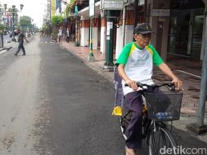Penampakan Jalan Malioboro Siang Ini yang Kosong Melompong dari PKL