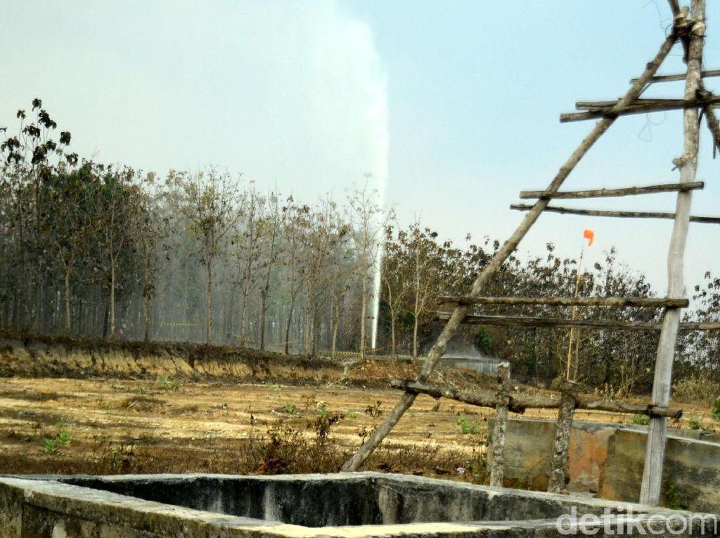 Warga Mengaku Pusing Karena Aroma Semburan Air di Sumur Tambang Blora