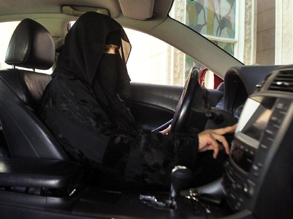 Wanita Arab Kini Juga Boleh Tunggangi Motor