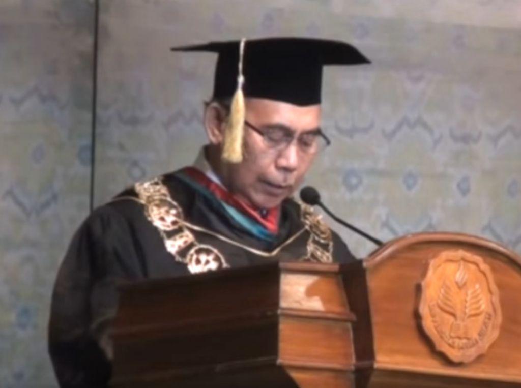 Cerita Rektor UNJ yang Dipecat Saat Bimbing Disertasi Wiranto