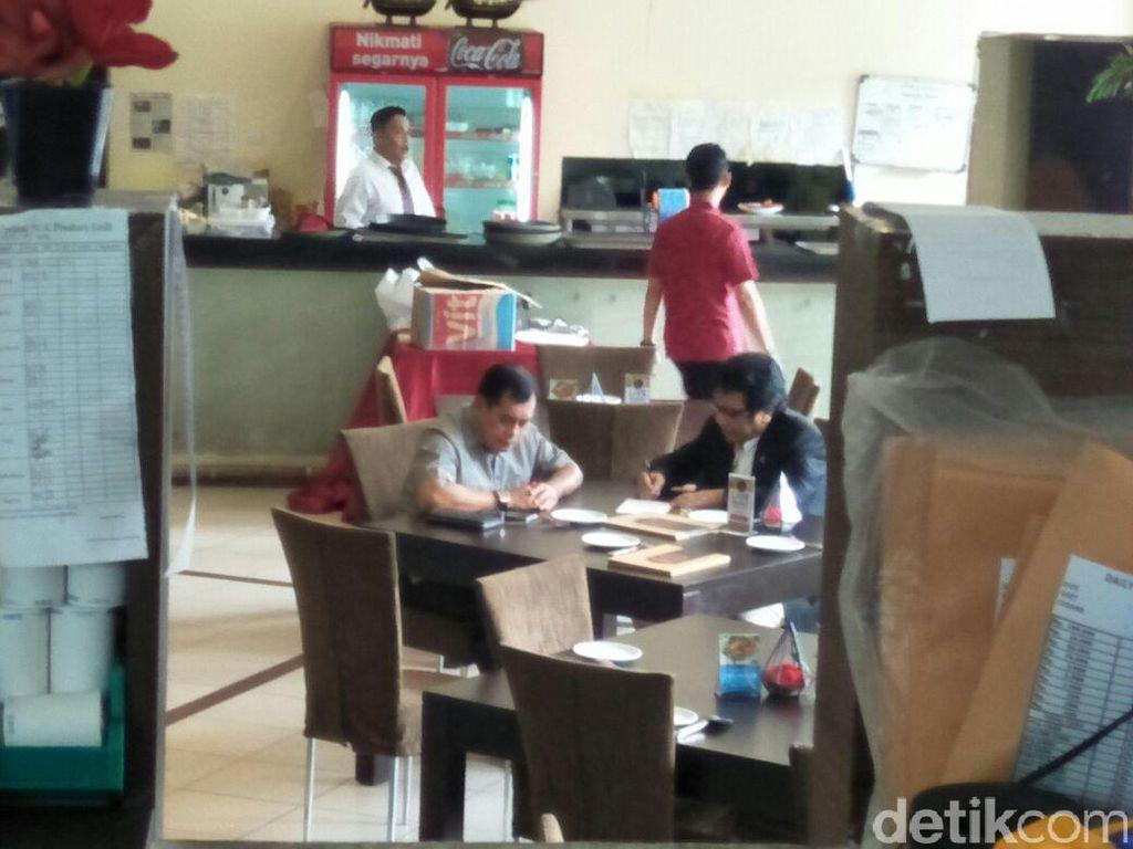 Nurdin Halid Bertemu Yorrys Raweyai di Restoran Belakang DPR