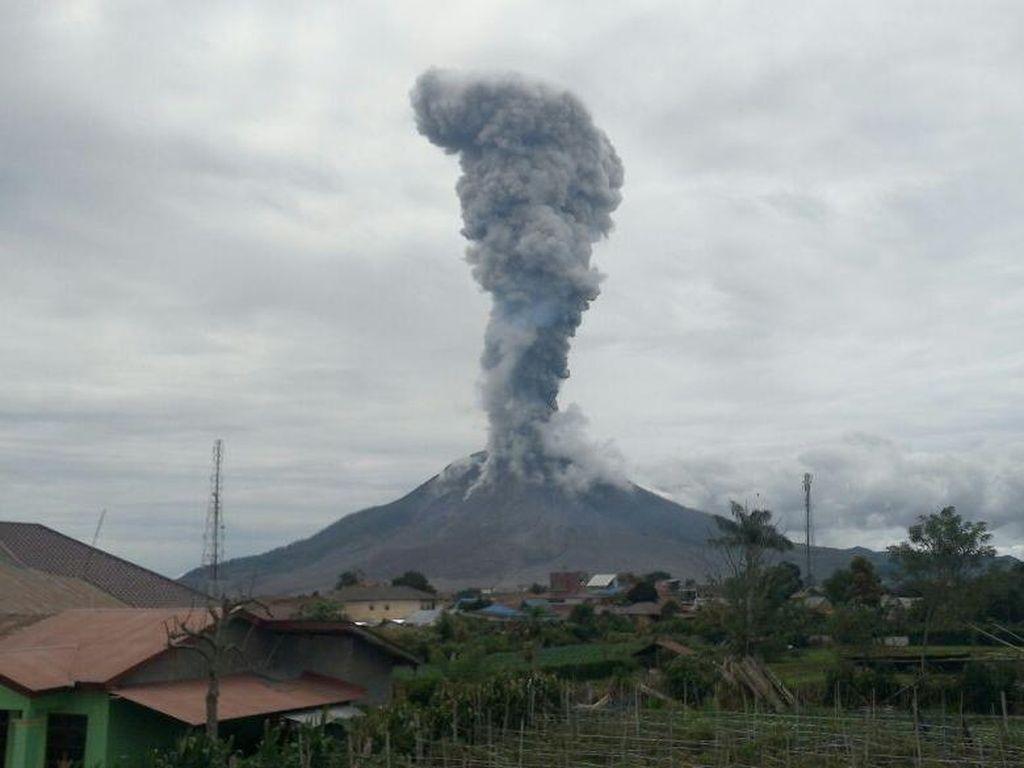 Pemerintah akan Relokasi Pengungsi Gunung Sinabung ke Siosar