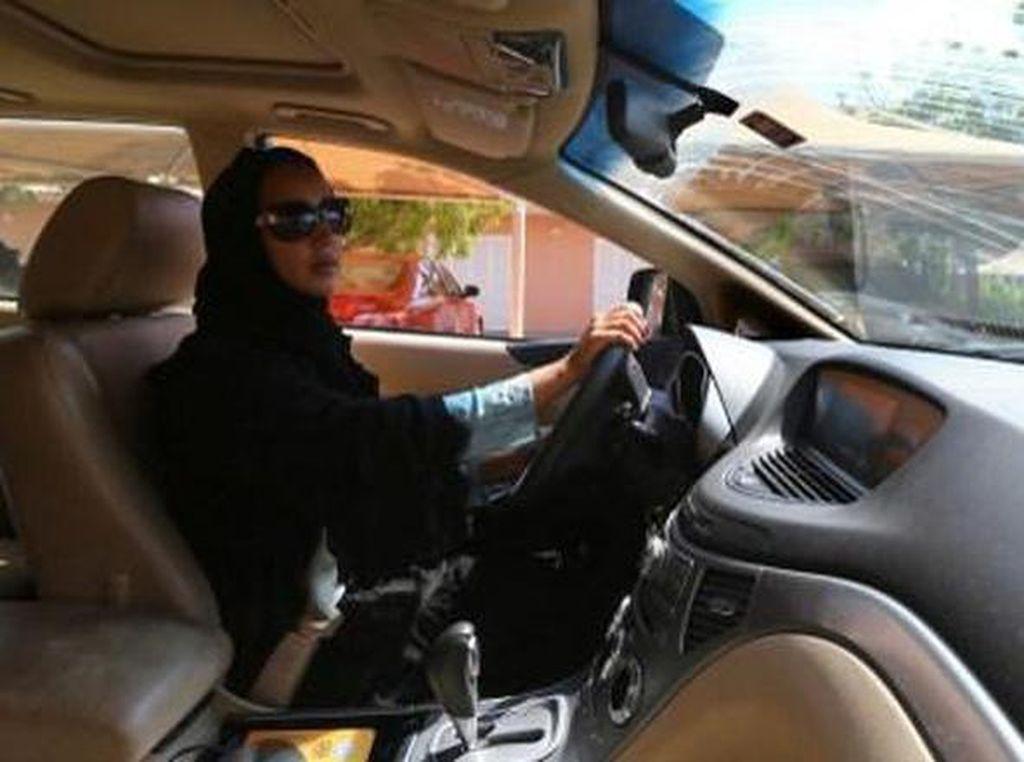 Wanita Arab Saudi Akhirnya Dibolehkan Nyetir Sendiri