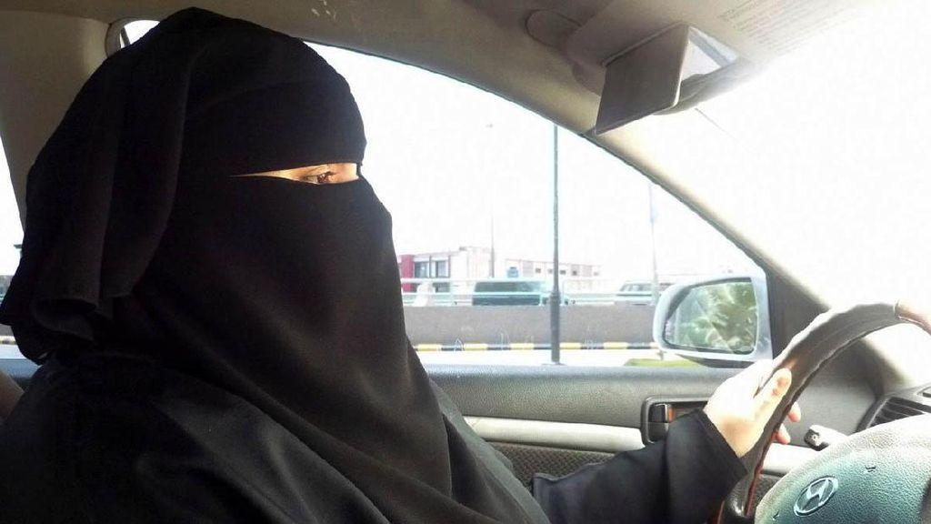 Wanita Arab Saudi Akhirnya Boleh Menyetir Sendiri