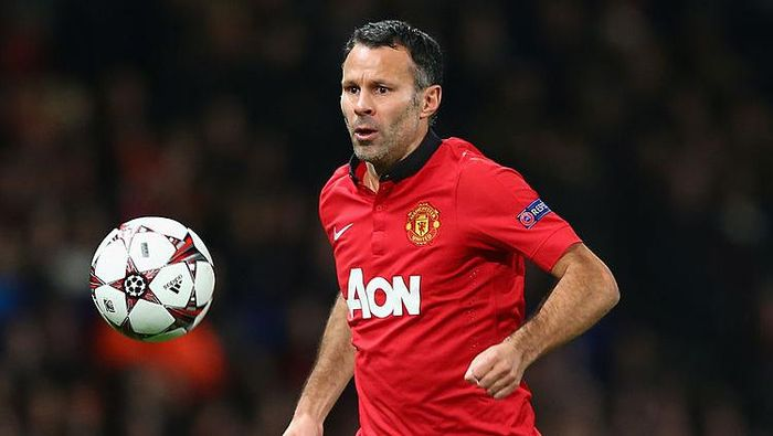 MANCHESTER, ENGLAND - DECEMBER 10:   Ryan Giggs of Manchester United in action during the UEFA Champions League Group A match between Manchester United and Shakhtar Donetsk at Old Trafford on December 10, 2013 in Manchester, England.  (Photo by Michael Steele/Getty Images)