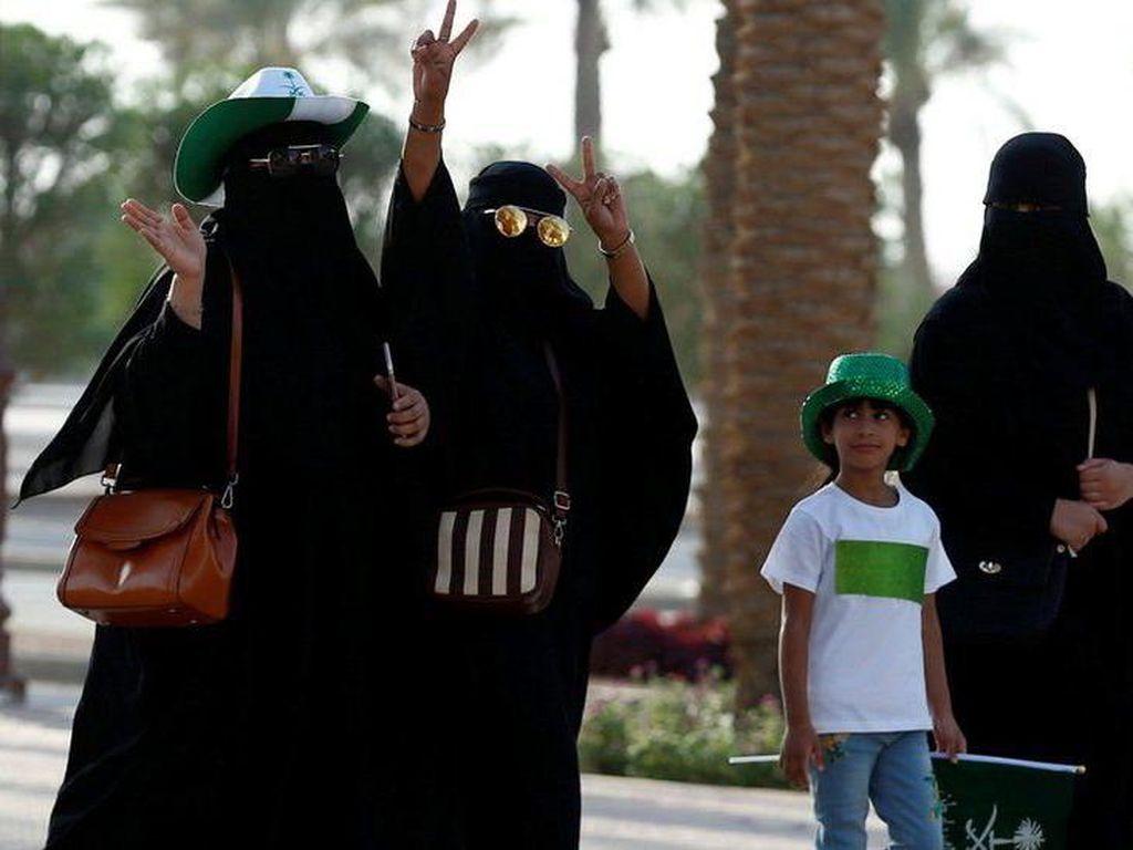 Wanita Arab Saudi Akan Dibolehkan Menyetir Kendaraan Mulai 2018