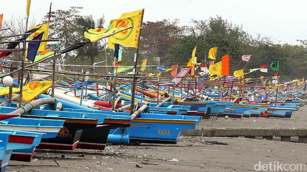 Ombak Besar, Sebagian Nelayan di Cilacap Tidak Melaut