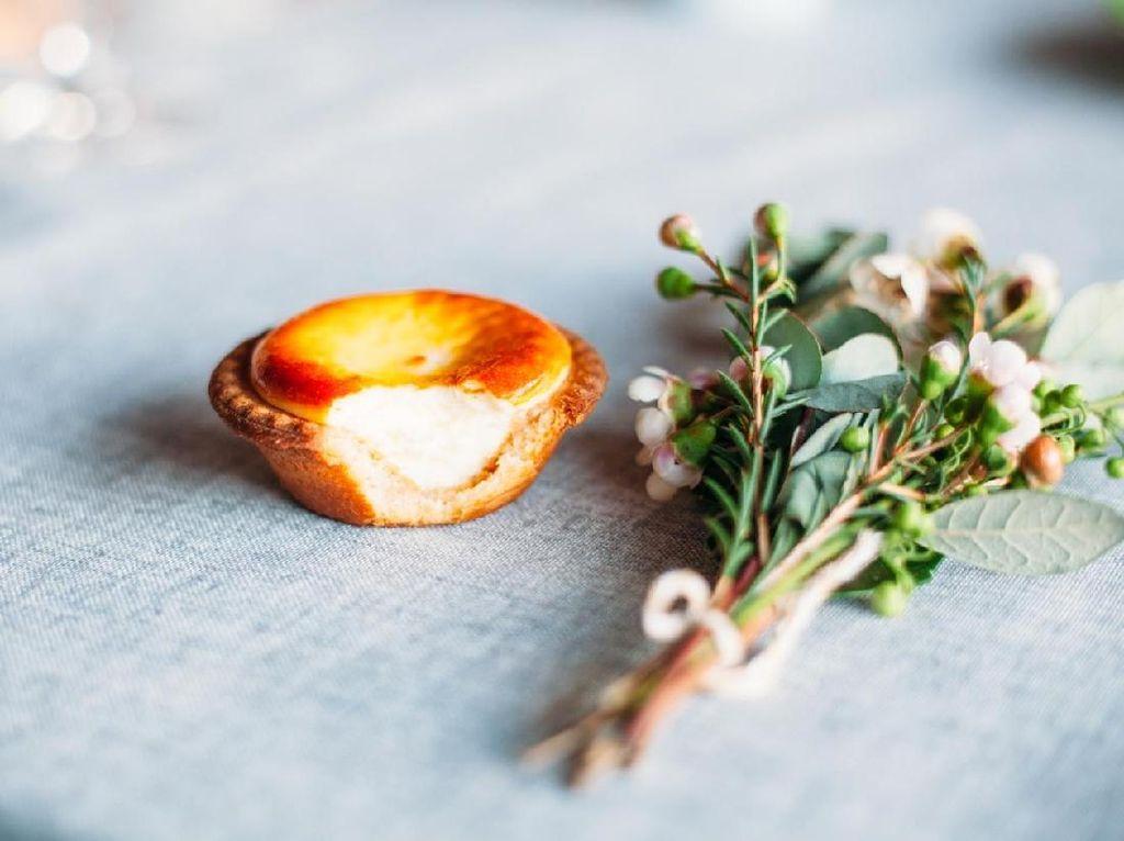 Penyuka Dessert Wajib Coba Cheese Tart hingga Mille Crepes Matcha Ini