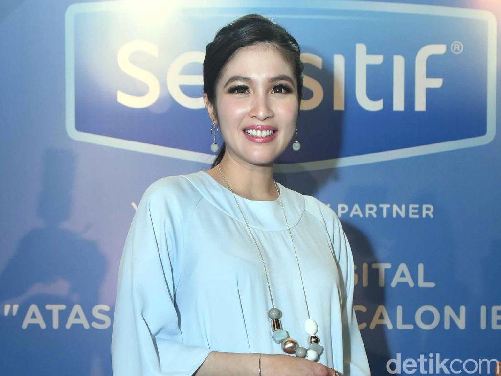 Hamil Tujuh Bulan, Sandra Dewi Beri Ini Untuk Sang Suami