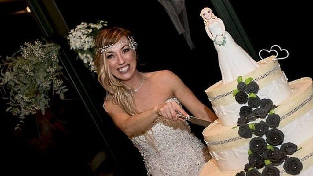 Tak Dapat Jodoh di Usia 40 Tahun, Wanita Italia Nikahi Diri Sendiri